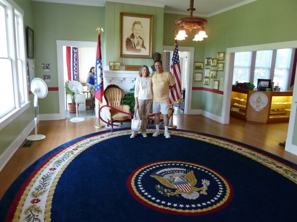 oval office rug. Small Museum With Rug From The Oval Office